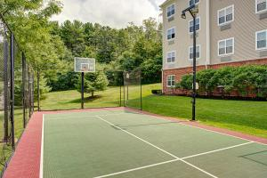 Tennis and/or squash facilities at Homewood Suites by Hilton Portsmouth or nearby