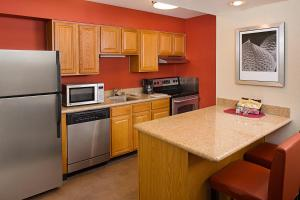 A kitchen or kitchenette at Residence Inn Ontario Airport