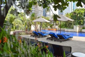 The swimming pool at or close to The Ritz-Carlton Hotel Jakarta Pacific Place
