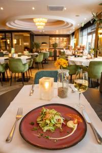 Een restaurant of ander eetgelegenheid bij Van der Valk Hotel 's-Hertogenbosch – Vught