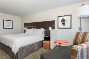 A bed or beds in a room at Holiday Inn Express & Suites - Chicago O'Hare Airport