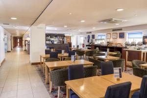 A restaurant or other place to eat at Holiday Inn Express Birmingham Star City