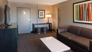 A seating area at Holiday Inn St. Paul Downtown