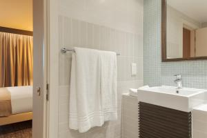 A bathroom at Staybridge Suites London Heathrow - Bath Road