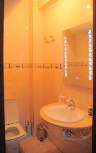 A bathroom at Appartement Centre Gueliz Hanane