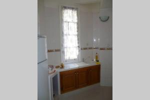 A kitchen or kitchenette at ApartF32020