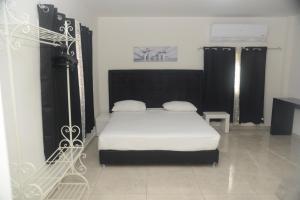 מיטה או מיטות בחדר ב-מלון הים האדום