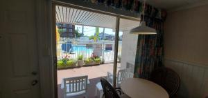 A view of the pool at Shangri-La Motel or nearby