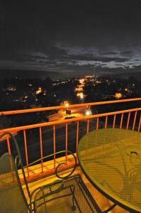 A balcony or terrace at Hillside Inn