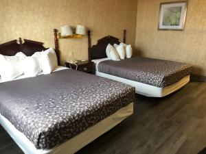 A bed or beds in a room at Pilgrim Inn