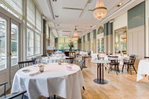 A restaurant or other place to eat at Central Park Voorburg
