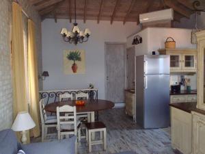 Η κουζίνα ή μικρή κουζίνα στο Grand View Kimon