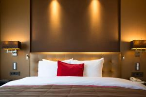 A bed or beds in a room at Grand Hotel Huis ter Duin