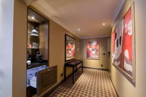 De lobby of receptie bij Grand Hotel Huis ter Duin