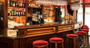 The lounge or bar area at Victor's Residenz-Hotel Saarbrücken