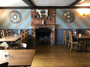 A restaurant or other place to eat at Bull Inn