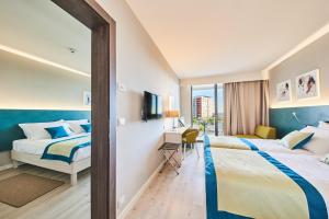 A bed or beds in a room at Hotel Sol Sipar for Plava Laguna