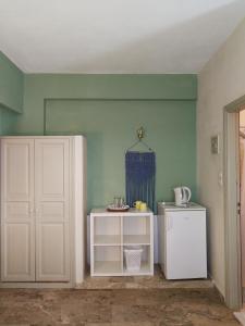 Cucina o angolo cottura di Vrohaki Studios & Rooms