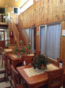 A restaurant or other place to eat at Hostal O'Higgins Pucón