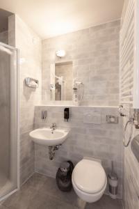 A bathroom at a&o Graz Hauptbahnhof