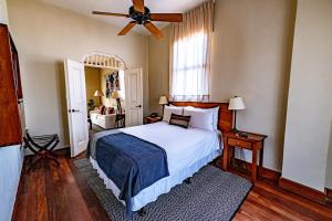 A bed or beds in a room at Las Clementinas