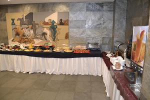 A restaurant or other place to eat at Pousada de Angra do Heroismo Castelo de S. Sebastiao