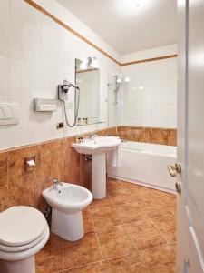 Ein Badezimmer in der Unterkunft Hotel Continentale
