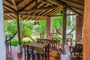 A restaurant or other place to eat at Hostal Renacer
