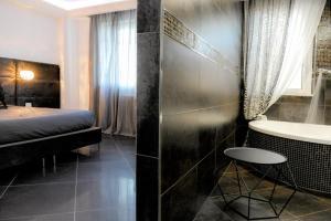 A bathroom at B&B AIRPORT BARI DELUXE28