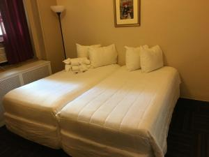 A bed or beds in a room at Leo House