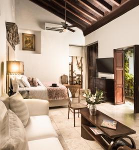 A seating area at Hotel Boutique Casa Del Arzobispado