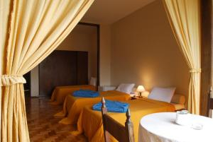A bed or beds in a room at Campos do Jordão Parque Hotel