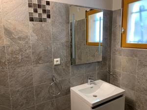A bathroom at Résidence de Vacances Marina d'Arone