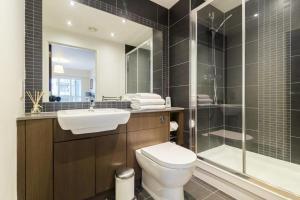 A bathroom at Cavendish Apartment 2 Bed Flat