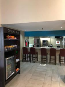 A restaurant or other place to eat at Greenstay Inn & Suites Court View