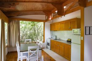 Kuchyň nebo kuchyňský kout v ubytování Beauty Point Tourist Park