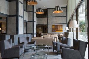 El salón o zona de bar de Holiday Inn Express - Concepcion