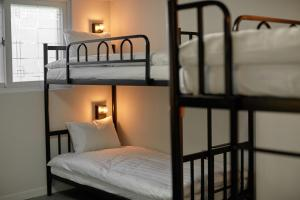 A bunk bed or bunk beds in a room at Slow Stay DA