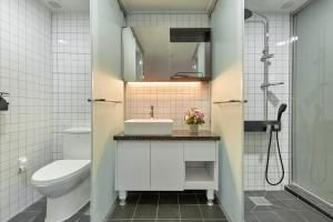 A bathroom at Slow Stay DA