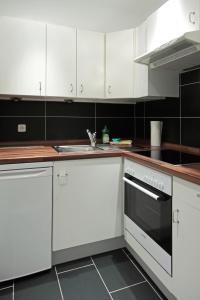 A kitchen or kitchenette at Hotel Zum Goldenen Stern