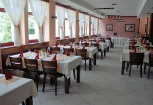 A restaurant or other place to eat at Hotel Podhradie
