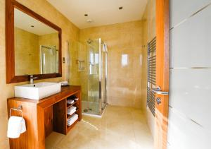 A bathroom at The Huntsman Inn