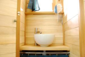 A bathroom at Domaine de l'Oiselière