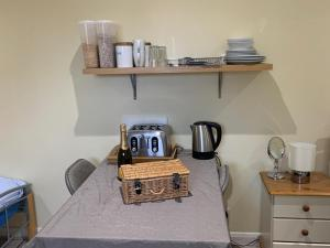 A kitchen or kitchenette at Southernwood - Wantage Road Studio 1