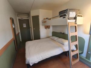 Un ou plusieurs lits superposés dans un hébergement de l'établissement ibis budget Mâcon Nord