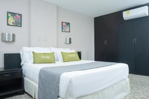 A bed or beds in a room at Ayenda 1313 Barahona 72