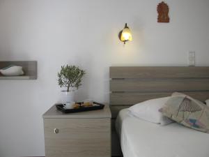 Säng eller sängar i ett rum på Christina Hotel