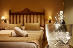 A bed or beds in a room at Villa Flamenca