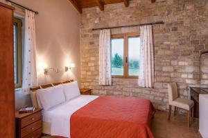 A bed or beds in a room at Enastron Villas