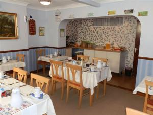 A restaurant or other place to eat at Clarence House